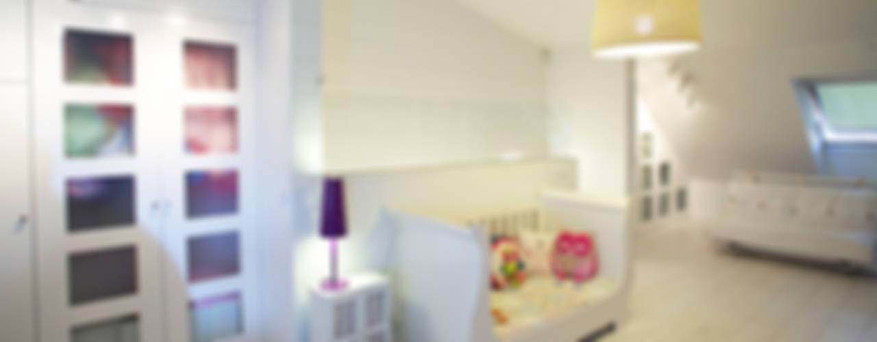 Reforma de buhardilla en vivienda unifamiliar Dormitorios infantiles de estilo moderno de Arquitectos Madrid 2.0 Moderno