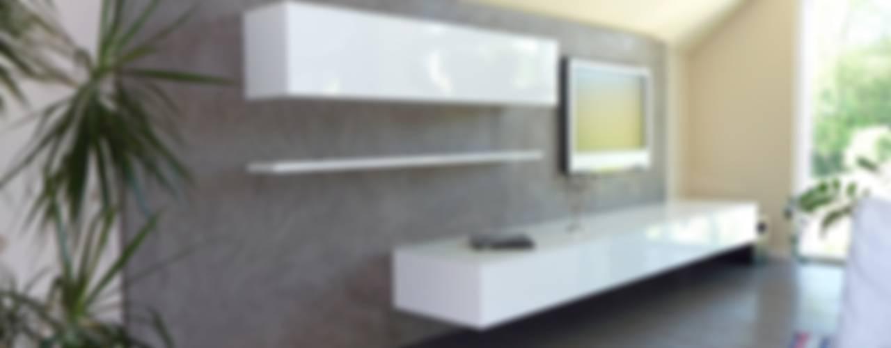 Living room by Einwandfrei - innovative Malerarbeiten oHG, Mediterranean