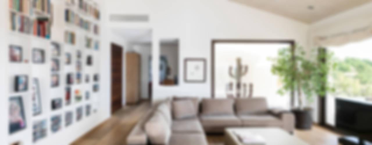 Salon de style de style Moderne par margarotger interiorisme