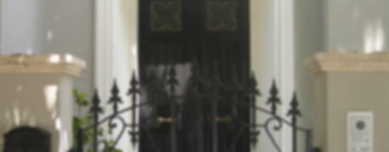 una casa romantica Case classiche di archbcstudio Classico