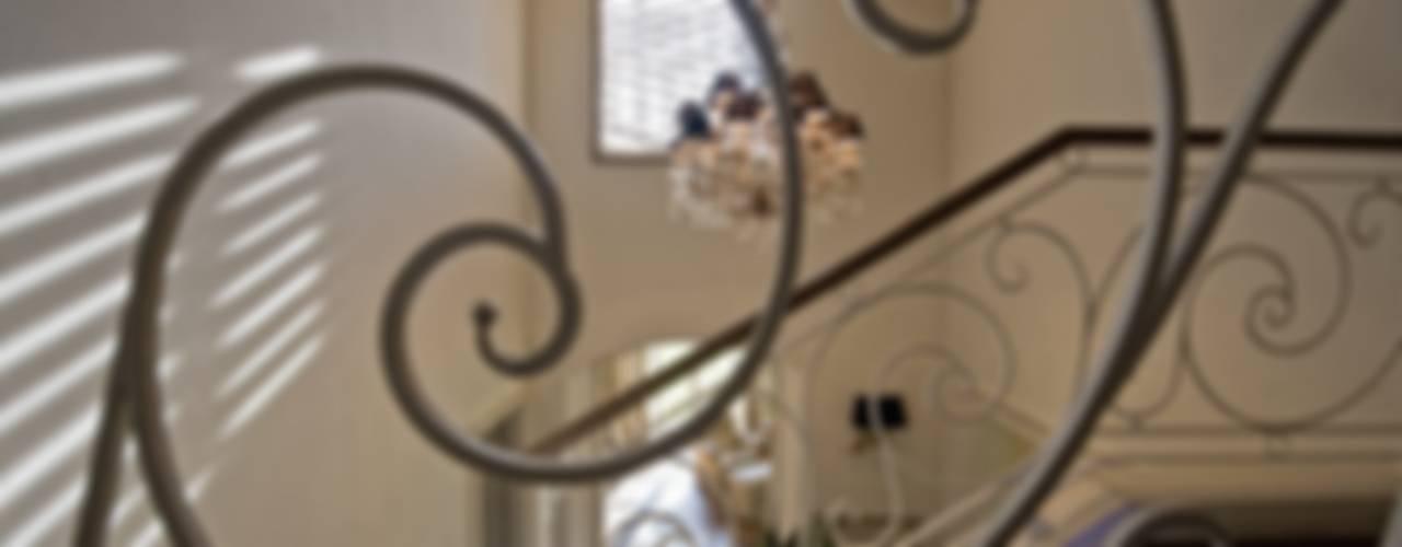 Corredores, halls e escadas clássicos por archbcstudio Clássico