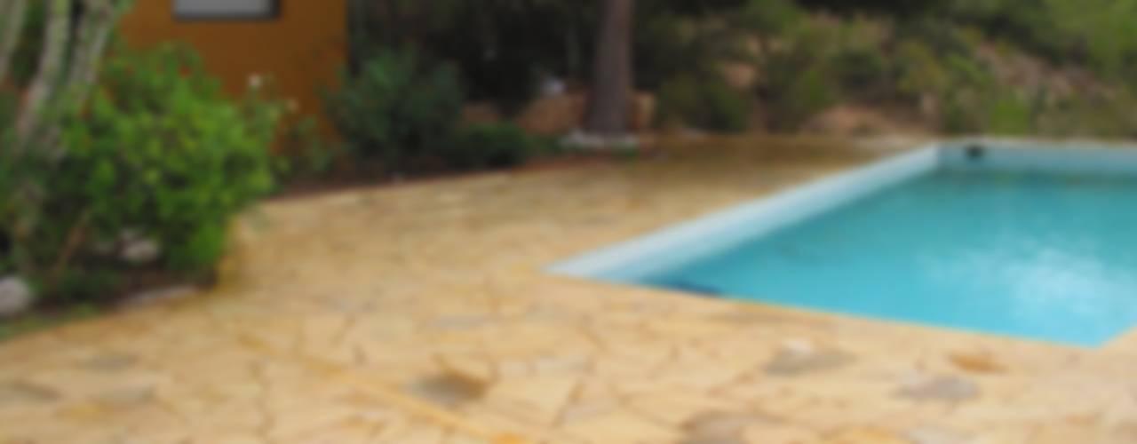 Piletas de estilo  por Solnhofen Piedra Natural, S.L. , Mediterráneo
