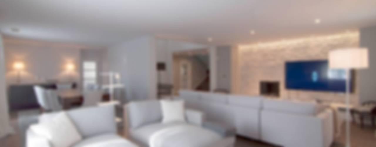 Paço de Arcos: Salas de estar  por Stoc Casa Interiores,Moderno