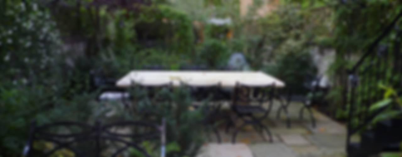 Regent's Park House Classic style garden by Aralia Classic