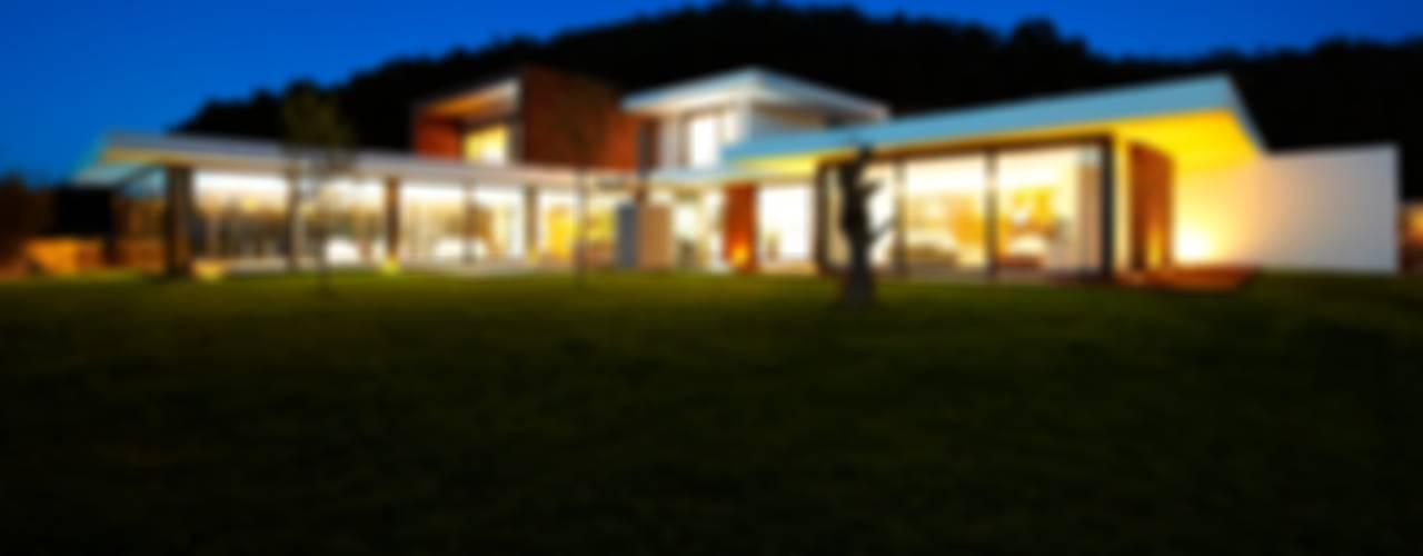 Minimalistyczne domy od Risco Singular - Arquitectura Lda Minimalistyczny