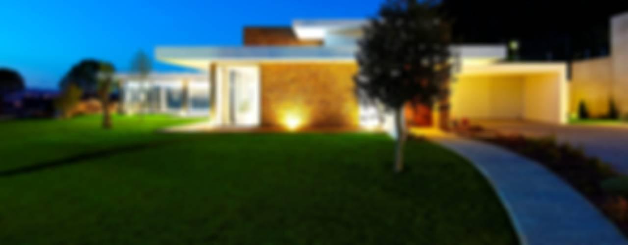 Casas de estilo  por Risco Singular - Arquitectura Lda