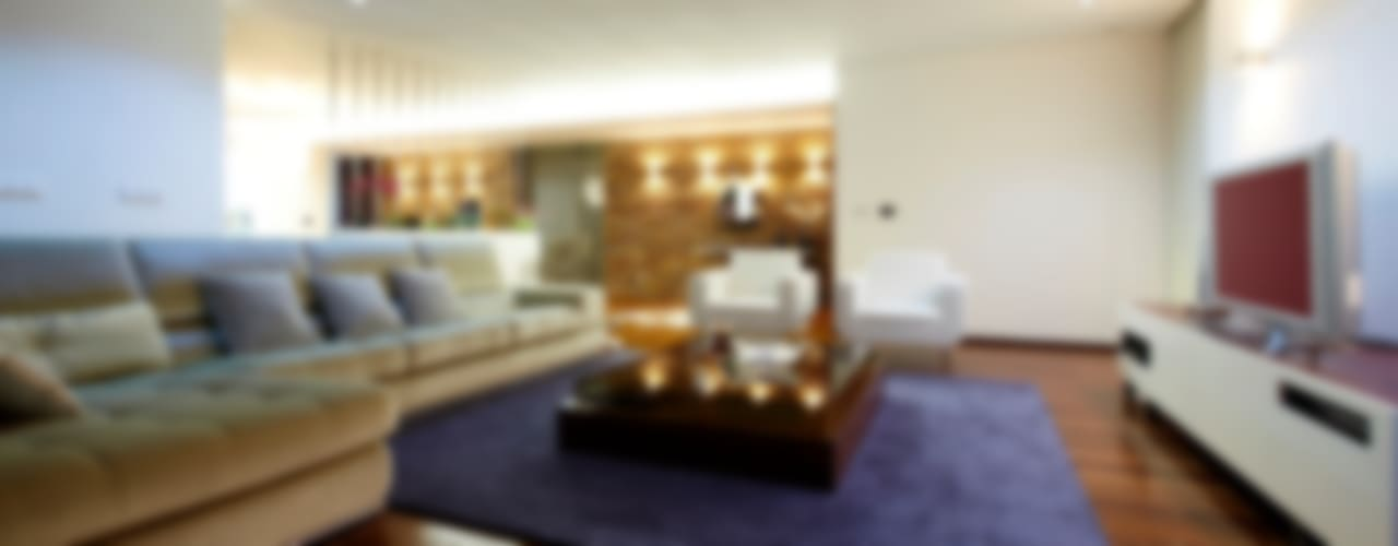 Minimalist living room by Risco Singular - Arquitectura Lda Minimalist
