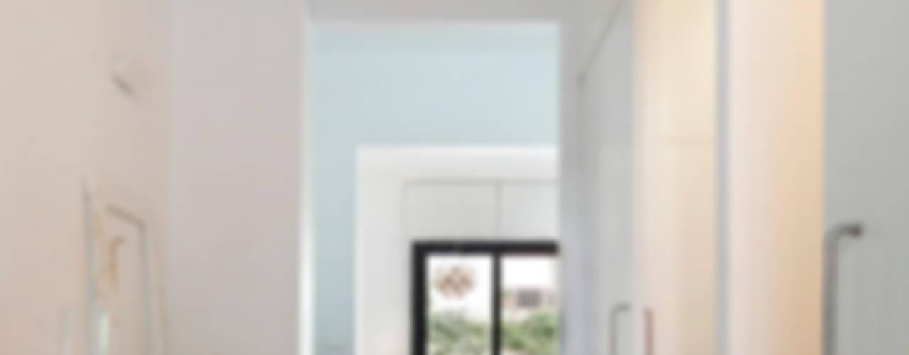 REFORMA INTEGRAL DE VIVIENDA ENTRE MEDIANERAS CON PROTECCIÓN DE PATRIMONIO ARQUITECTÓNICO M2ARQUITECTURA Casas de estilo moderno