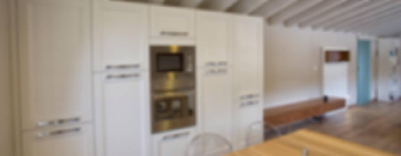 MANSARDA A BOTTICINO SERA di HP Interior srl Moderno
