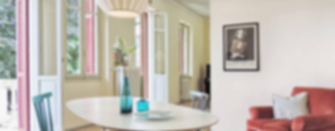 Home staging villa sul lago - La sala da pranzo: Sala da pranzo in stile  di Boite Maison