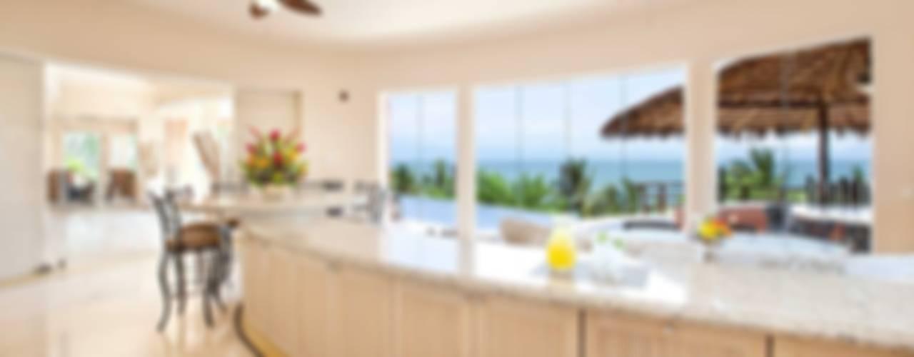Casa Mariposa Comedores tropicales de arqflores / architect Tropical