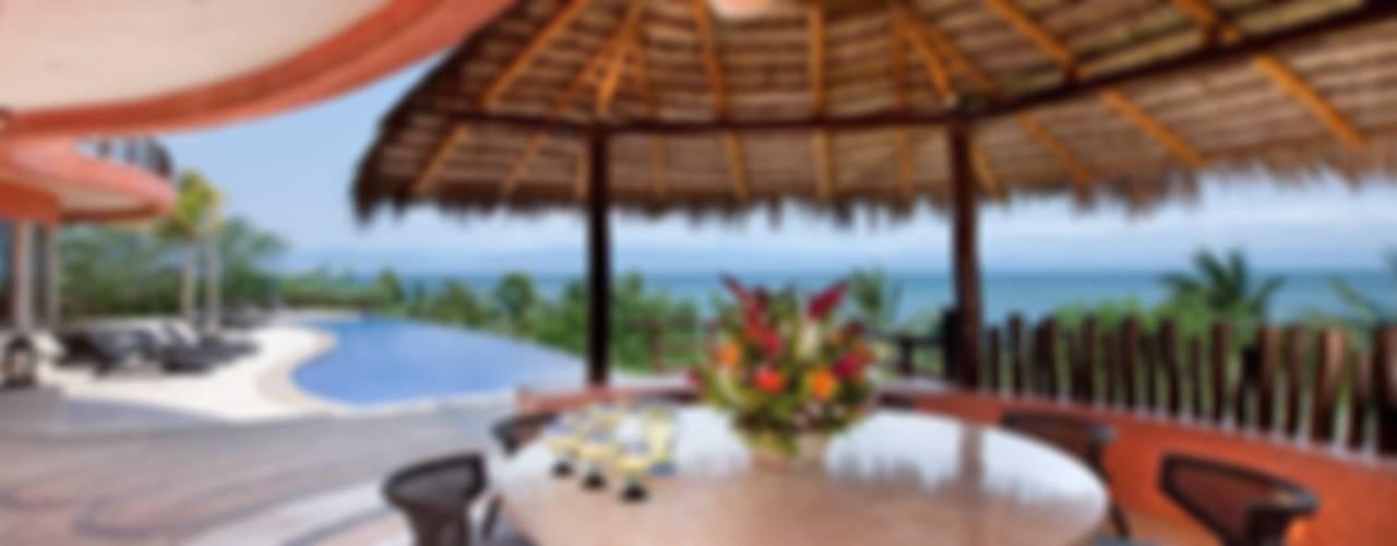 Casa Mariposa: Terrazas de estilo  por arqflores / architect, Tropical