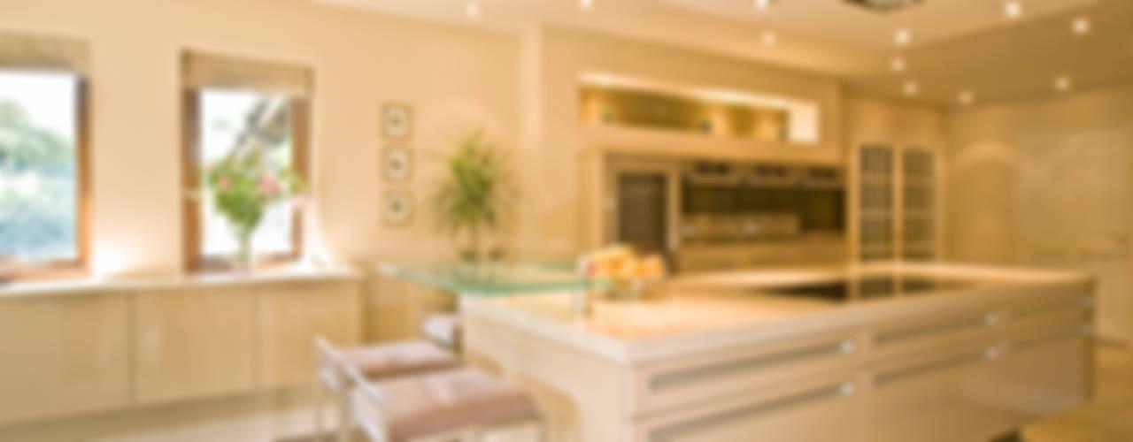 MR & MRS TAYLOR'S KITCHEN Modern kitchen by Diane Berry Kitchens Modern