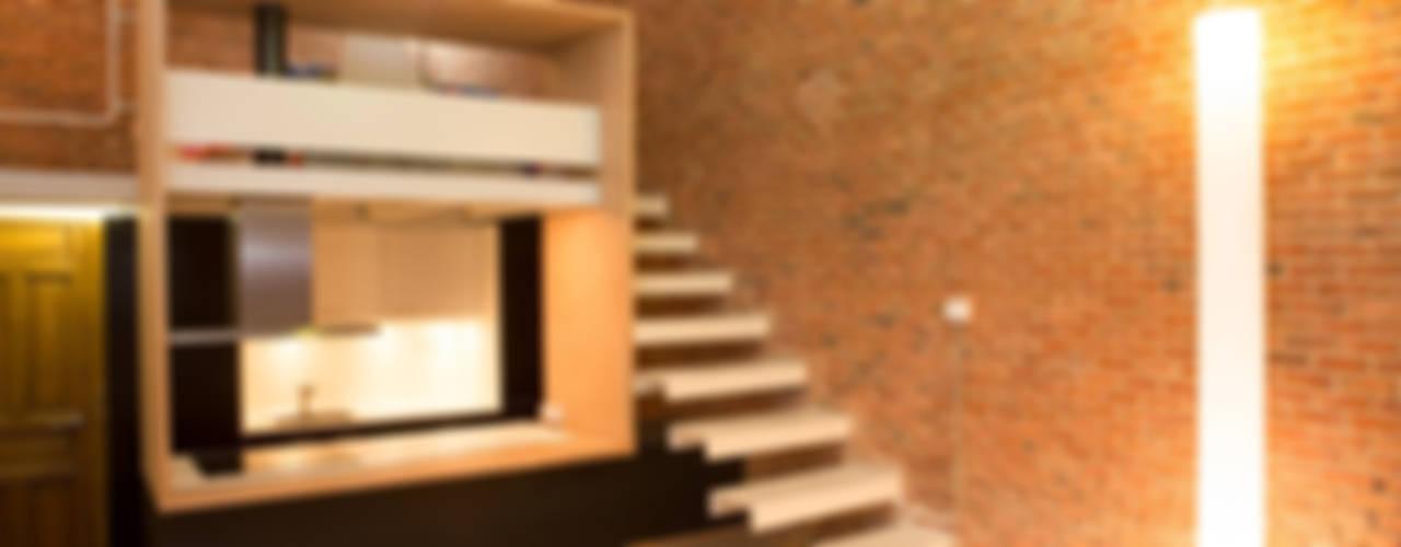 Minimalistyczny korytarz, przedpokój i schody od Beriot, Bernardini arquitectos Minimalistyczny