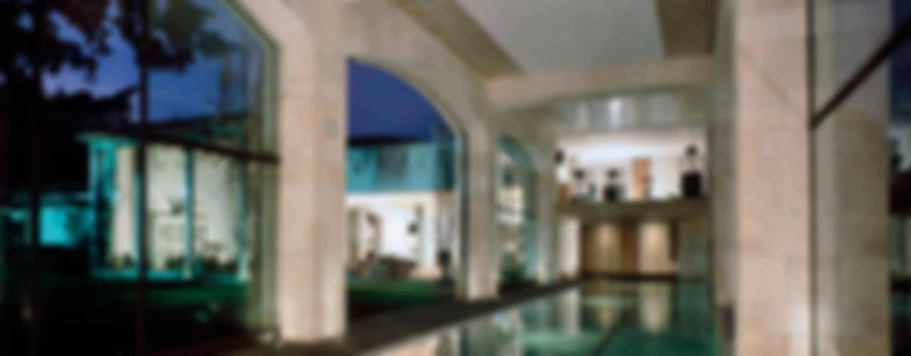 Alberca: Albercas de estilo ecléctico por JR Arquitectos