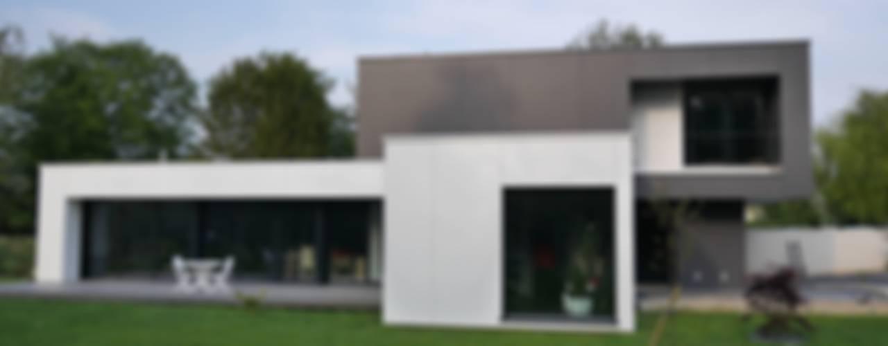 maison noire et blanche Maisons modernes par ad architecture Moderne