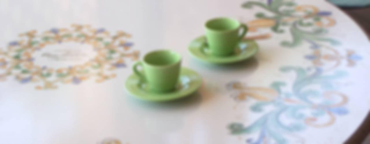 Tavoli Da Giardino Ceramica Caltagirone.Maioliche E Piastrelle Dipinte A Mano In Sicilia