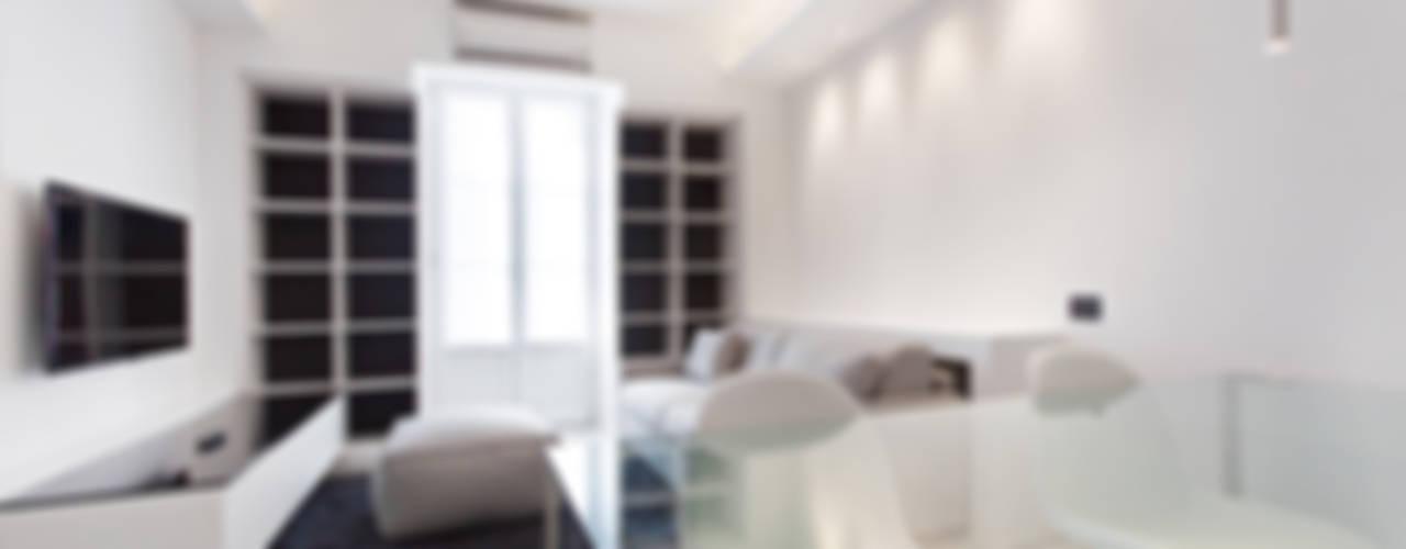 Salas / recibidores de estilo  por Arch. Andrea Pella, Moderno