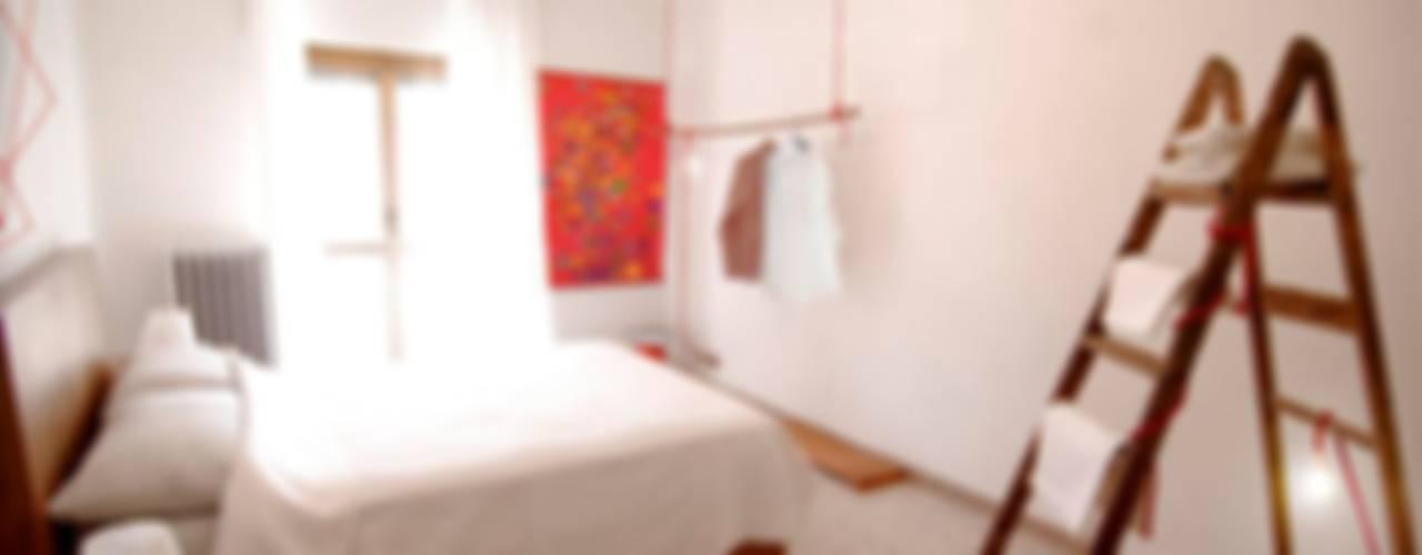 Upcycling life - air bb Camera da letto eclettica di FattoreQ fabbrica Eclettico