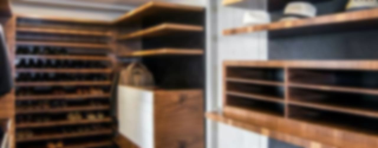 Sobrado + Ugalde Arquitectos Ruang Ganti Gaya Eklektik