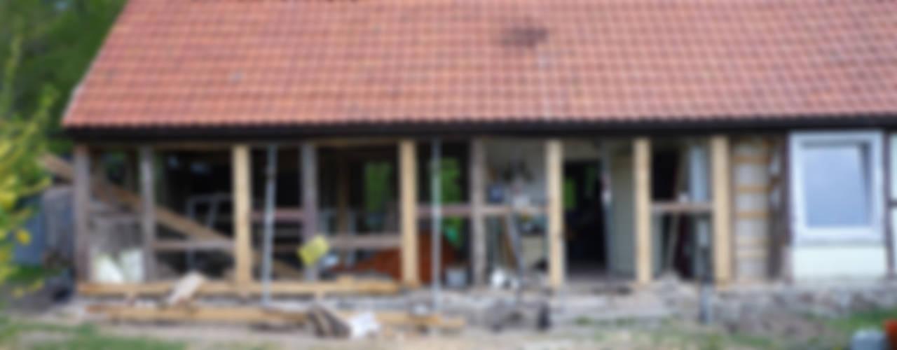 Restaurierung eines Fachwerkhauses Friedenfelde/Uckermark Rustikale Häuser von Gabriele Riesner Architektin Rustikal