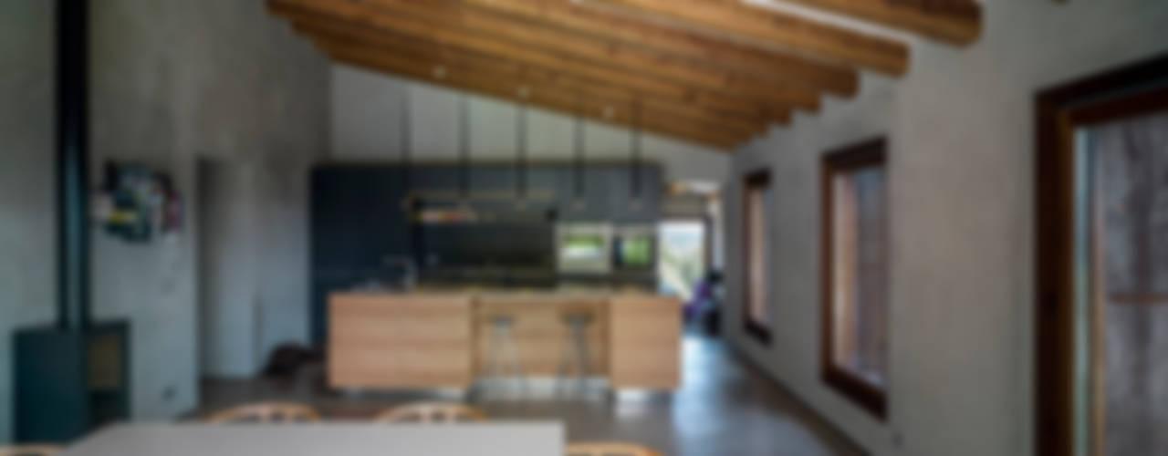 Villa CP Salas de jantar rústicas por ZEST Architecture Rústico