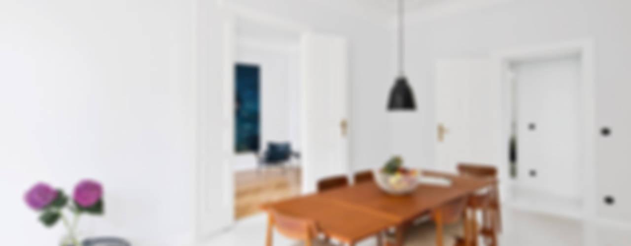 Salas de estilo escandinavo de lifelife GmbH Escandinavo