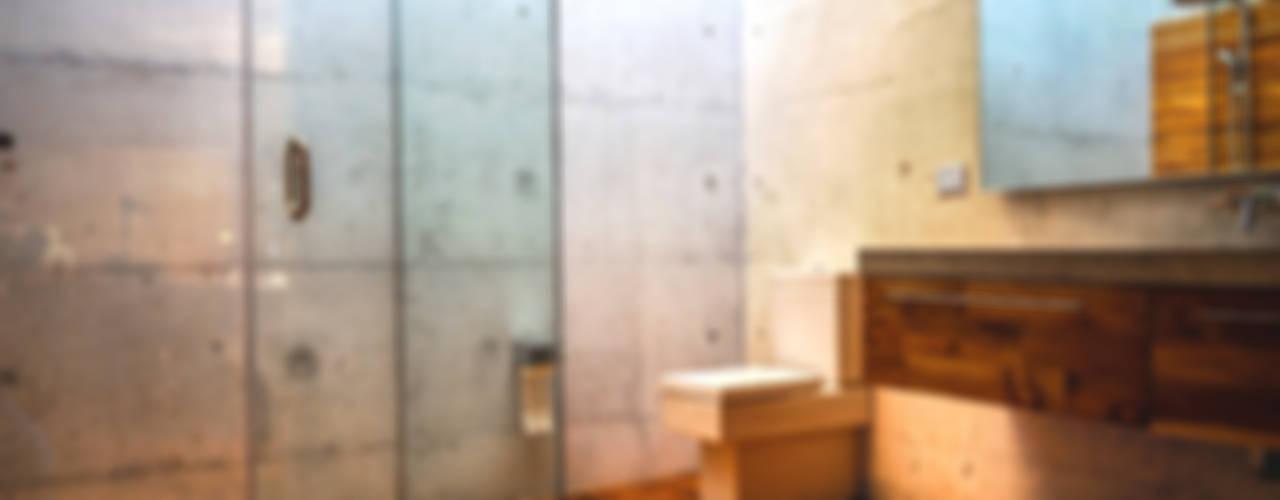 Casa Narigua : Baños de estilo  por P+0 Arquitectura, Moderno