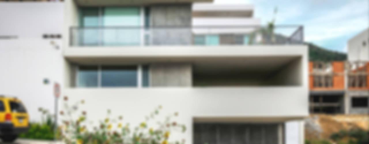 Huizen door P+0 Arquitectura,