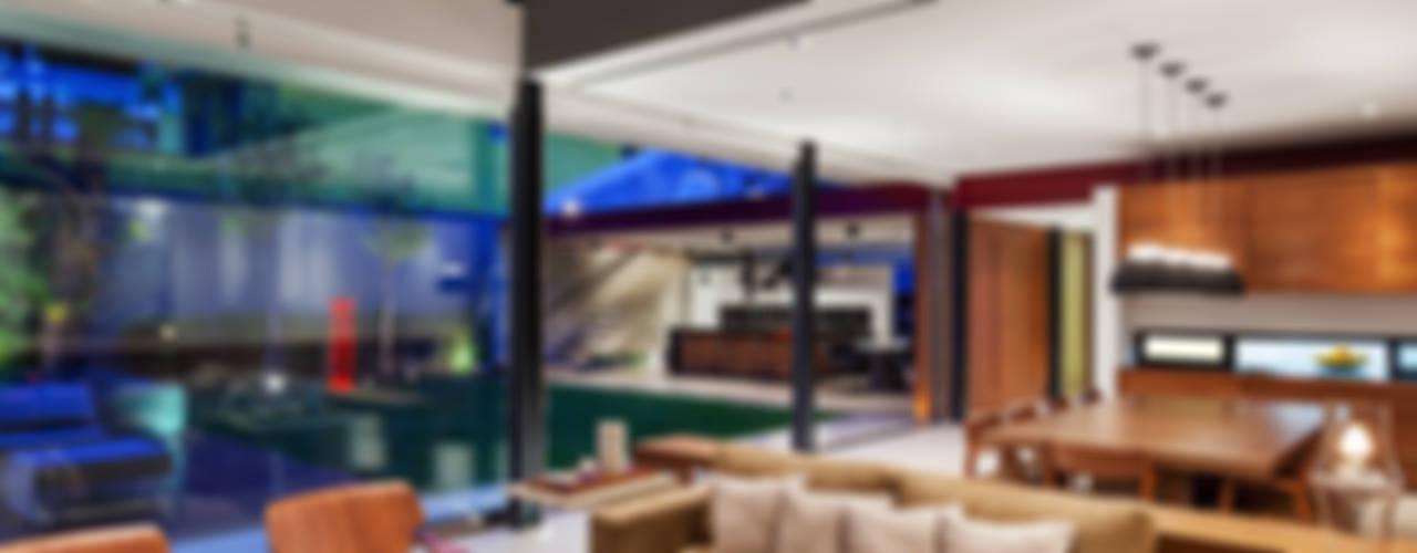 Planalto Salas de estar modernas por FCstudio Moderno
