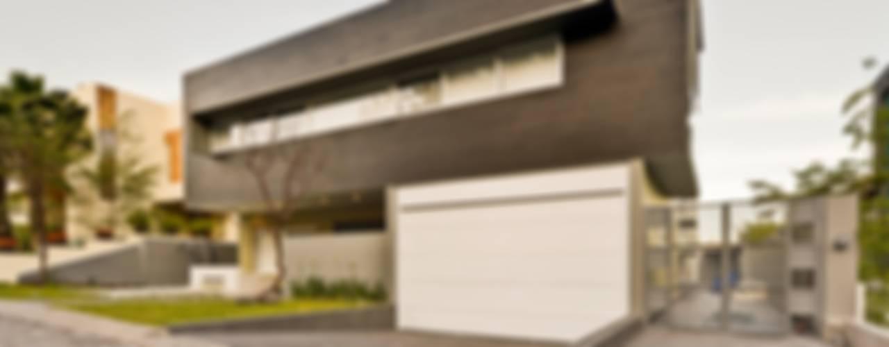 Houses by Excelencia en Diseño, Minimalist