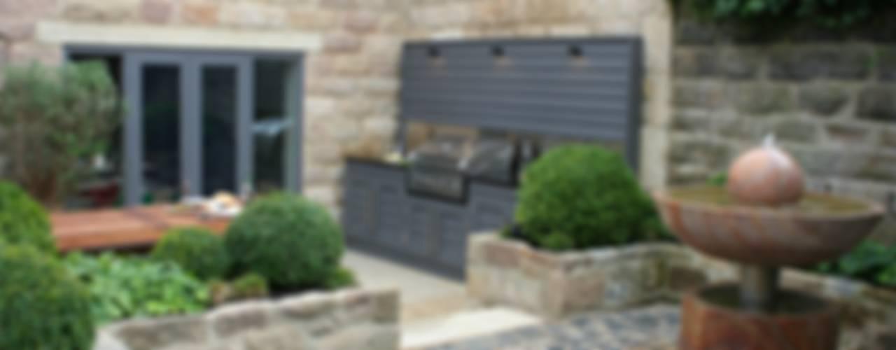 Urban Courtyard for Entertaining Jardines modernos: Ideas, imágenes y decoración de Bestall & Co Landscape Design Ltd Moderno
