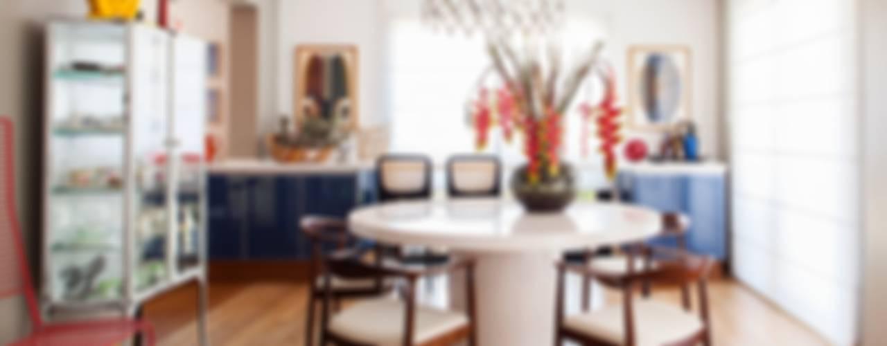 Sala da pranzo eclettica di Mauricio Arruda Design Eclettico