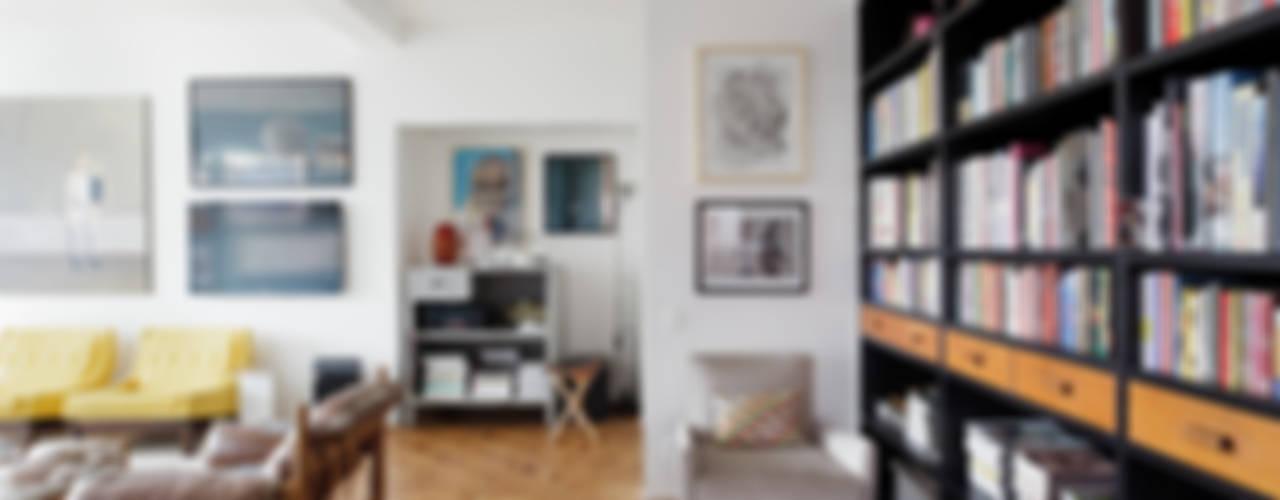 Residência Lorena Salas de estar ecléticas por Mauricio Arruda Design Eclético