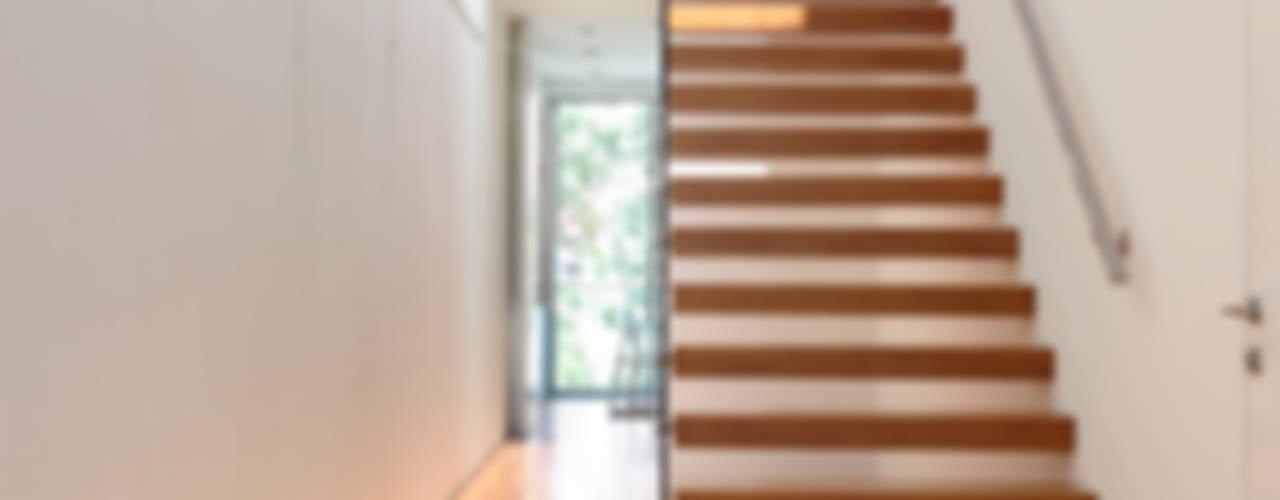 HYLA Architects Modern corridor, hallway & stairs