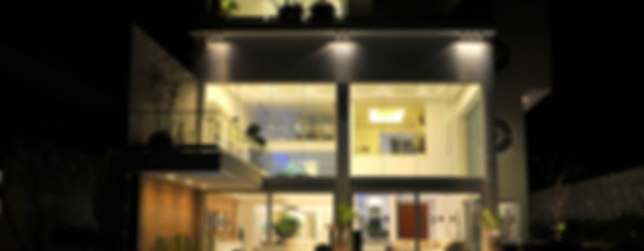 現代房屋設計點子、靈感 & 圖片 根據 Lo Studio Mammini Candido 現代風