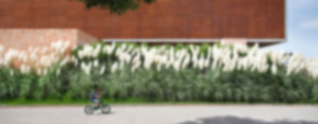 Jardines de estilo moderno de Hanazaki Paisagismo Moderno