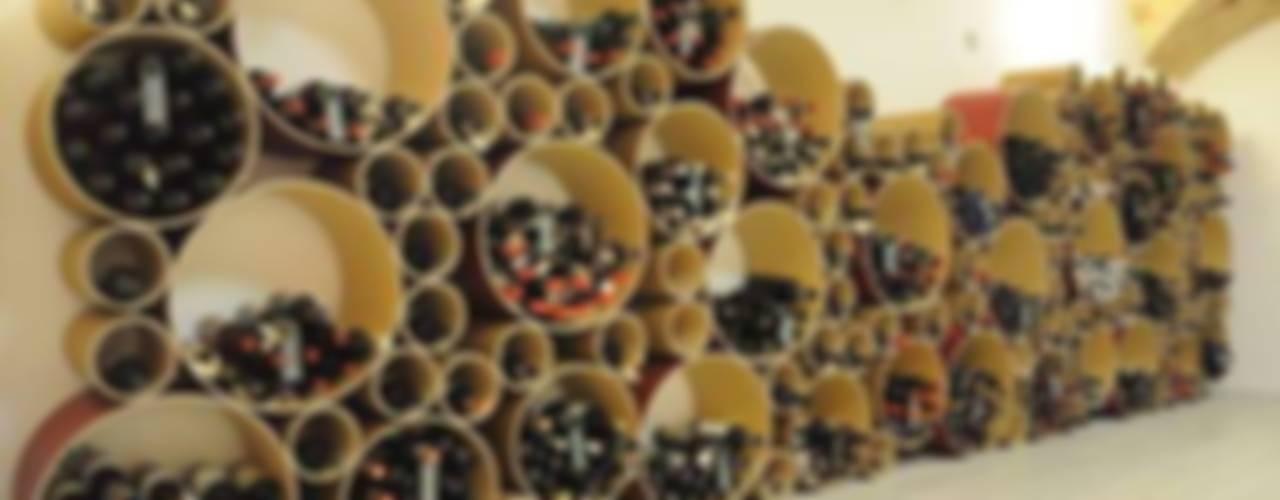 Esigo 8 cardboard wine rack, a bunch of colour! por Esigo SRL Moderno