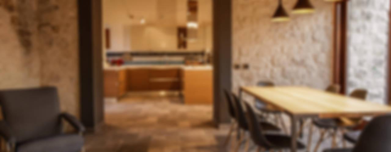 Wiejski salon od Viviana Pitrolo architetto Wiejski