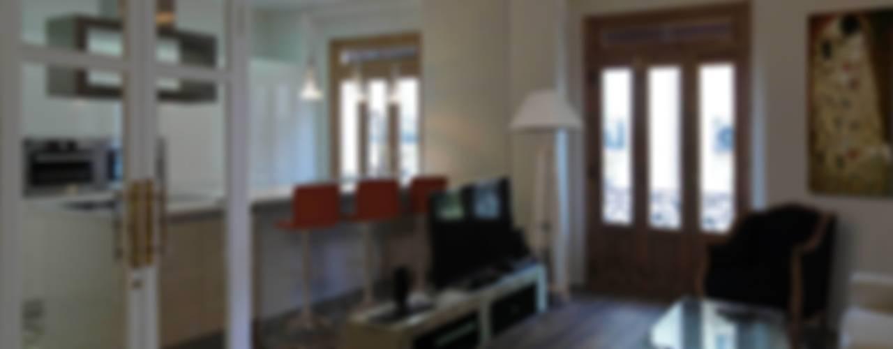VIVIENDA EN ENSANCHE Casas de estilo ecléctico de DECOR BUSIER INTERIORISMO Ecléctico