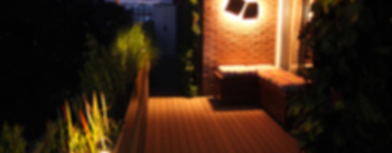 Complete terras make-over Moderne balkons, veranda's en terrassen van House of Green Modern