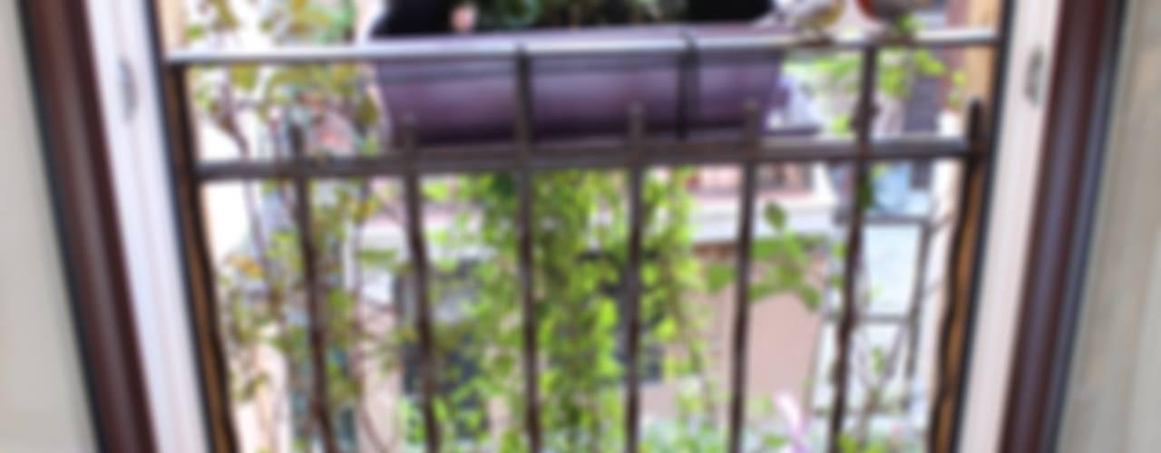 Mini Loft Balcone, Veranda & Terrazza in stile moderno di Arch. Silvana Citterio Moderno
