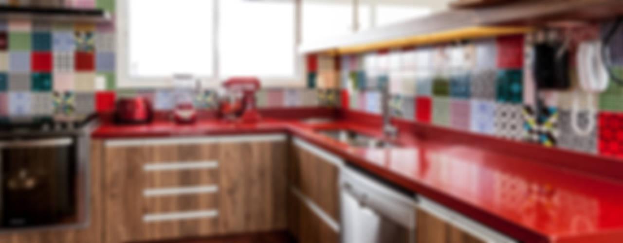 Cocinas rústicas de Tikkanen arquitetura Rústico
