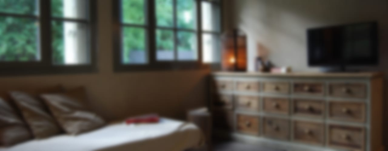 Rustico di Seravezza (Forte dei Marmi) Camera da letto in stile rustico di Architetto Silvia Giacobazzi Rustico