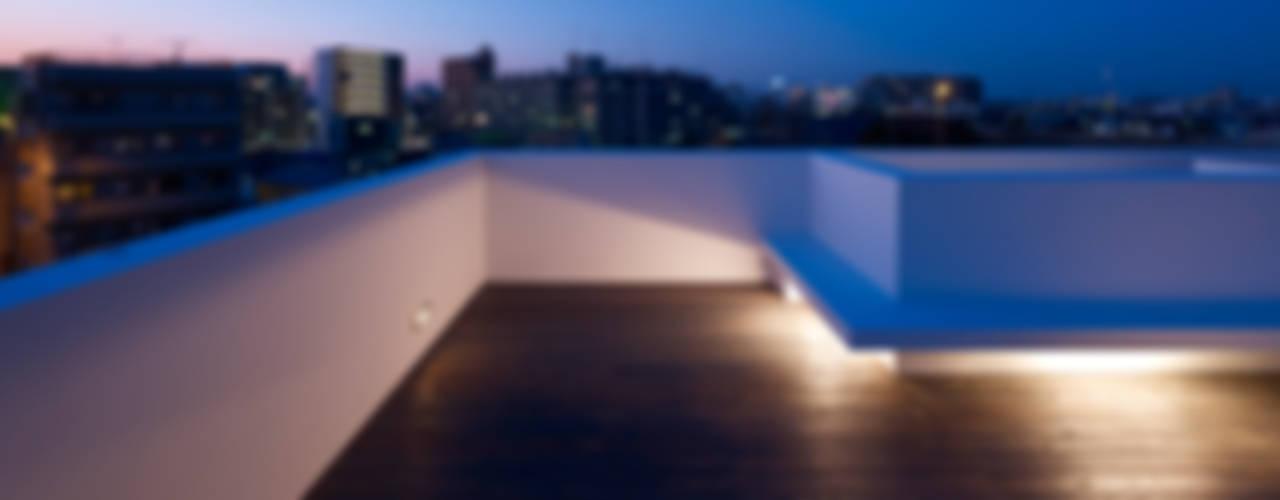 青戸の住宅: ハイランドデザイン一級建築士事務所が手掛けたテラス・ベランダです。,ミニマル