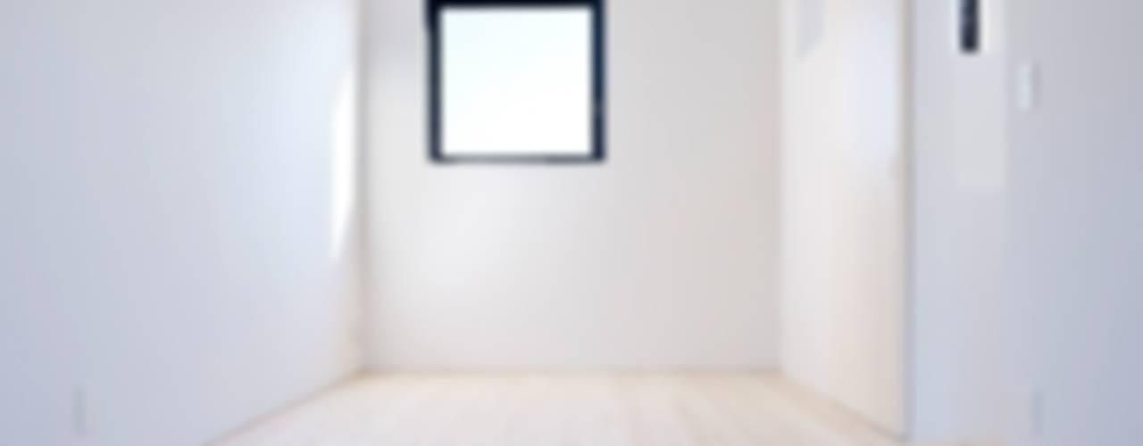 青戸の住宅: ハイランドデザイン一級建築士事務所が手掛けた子供部屋です。,ミニマル