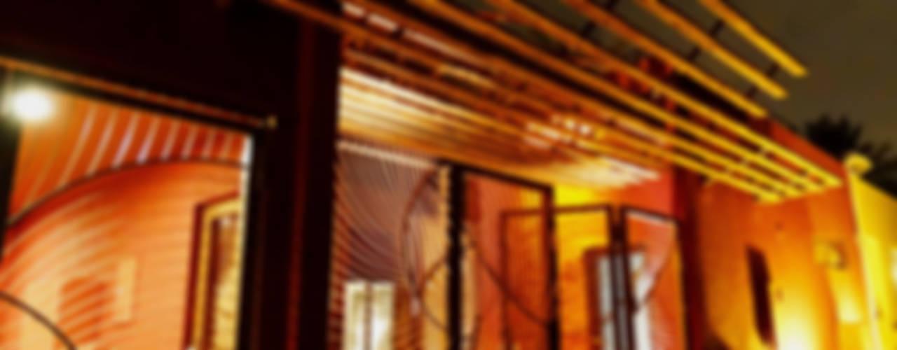 Riyadh House Puertas y ventanas modernas de arqflores / architect Moderno