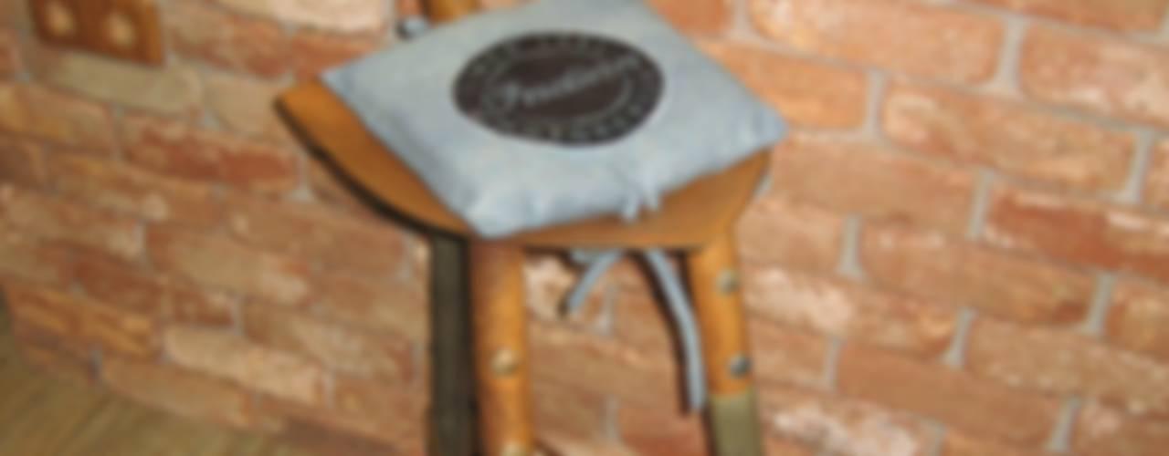 TABURETE PALA INDUSTRIAL OXIDADA.:  de estilo industrial de muebles radio vintage, Industrial
