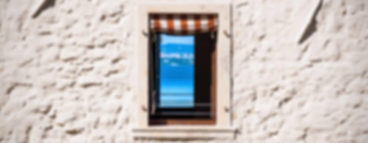 Prati Palai Finestre & Porte in stile rurale di Studio Athesis Rurale