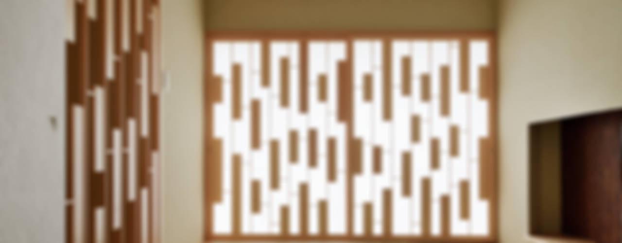 House of Representation Form / Koichi Kimura Architects Moderne Wände & Böden
